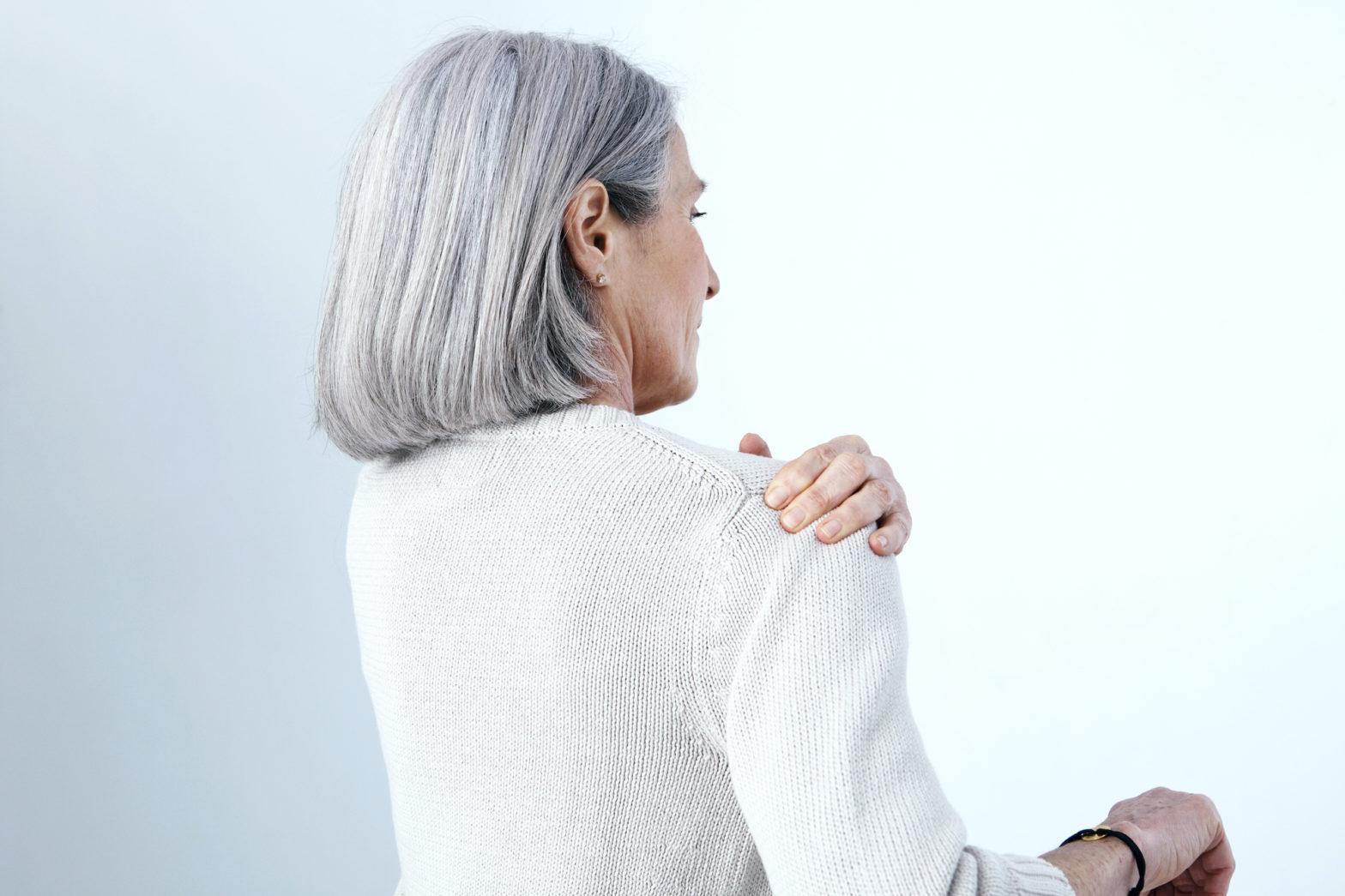 woman with rotator cuff pain